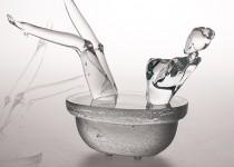 Woman in the bath  stiklo gaminiai