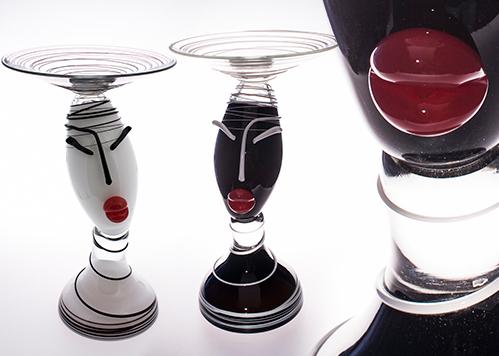 stiklo gaminiai Dama su lėkšte