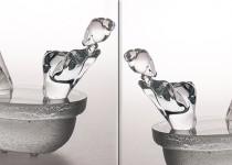 Moteris vonioje stiklo gaminiai