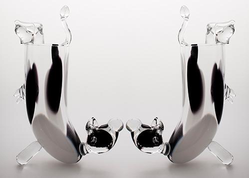 stiklo gaminiai Standing cow