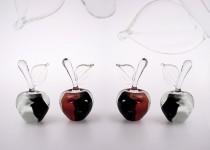 Obuoliai IV stiklo gaminiai